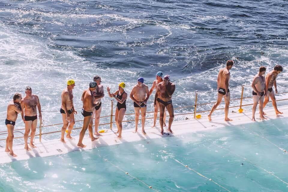 aprender a nadar con la ayuda de personas no expertas en la enseñanza de la natación - jorge guzman entrenador natacion adultos aguas abiertas barcelona