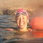 Catherine alumna natación Jorge Guzmán entrenador natación en el mar barcelona sitges