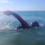 Huw alumno natación en aguas abiertas adultos Jorge Guzmán entrenador natación en el mar barcelona sitges